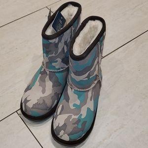 Unisex  EMU boots